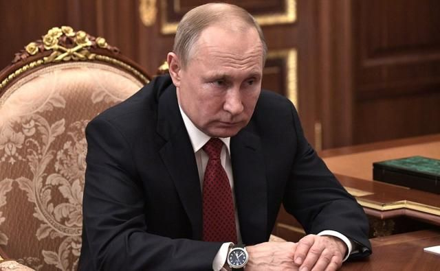 Владимир Путин отложил Парад Победы