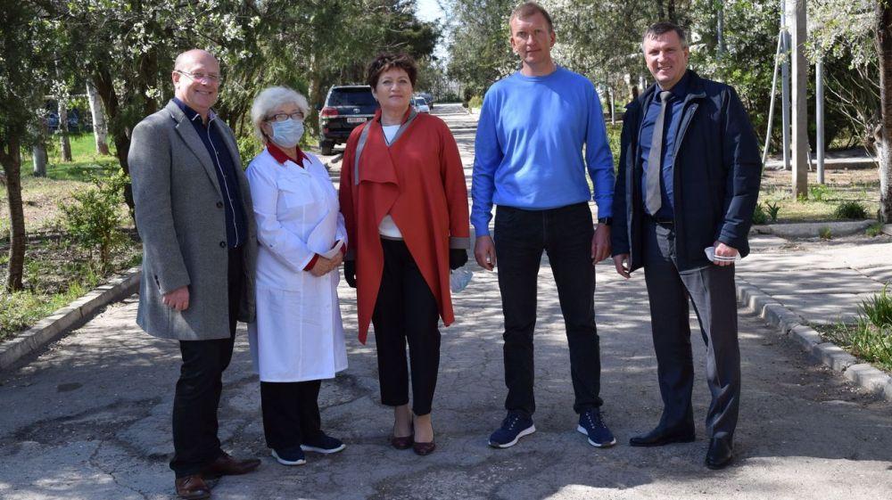 Депутаты оказали благотворительную помощь медицинским работникам Джанкойской ЦРБ