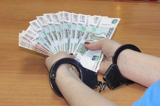 Попытка крымчанина откупиться от административного дела взяткой закончилась уголовным делом