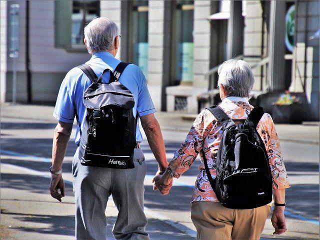 В Ялте пенсионеры продолжают гулять по набережной