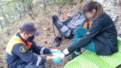 Инцидент под Алуштой: прогулка в лесу для женщины завершилась встречей со спасателями