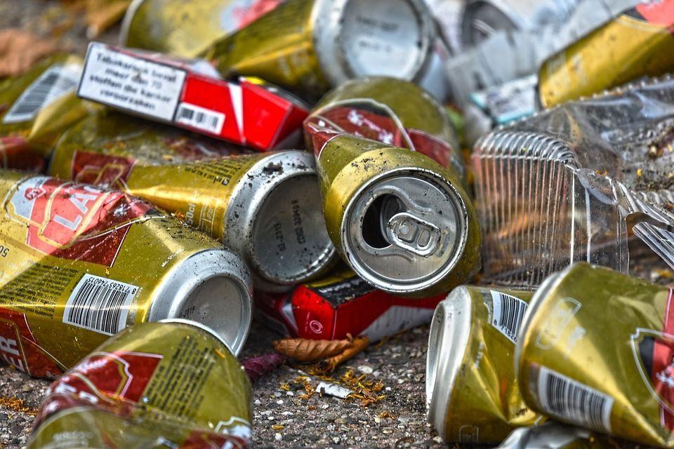 В Алуште мусор и сточные воды сбрасывают прямо на набережную
