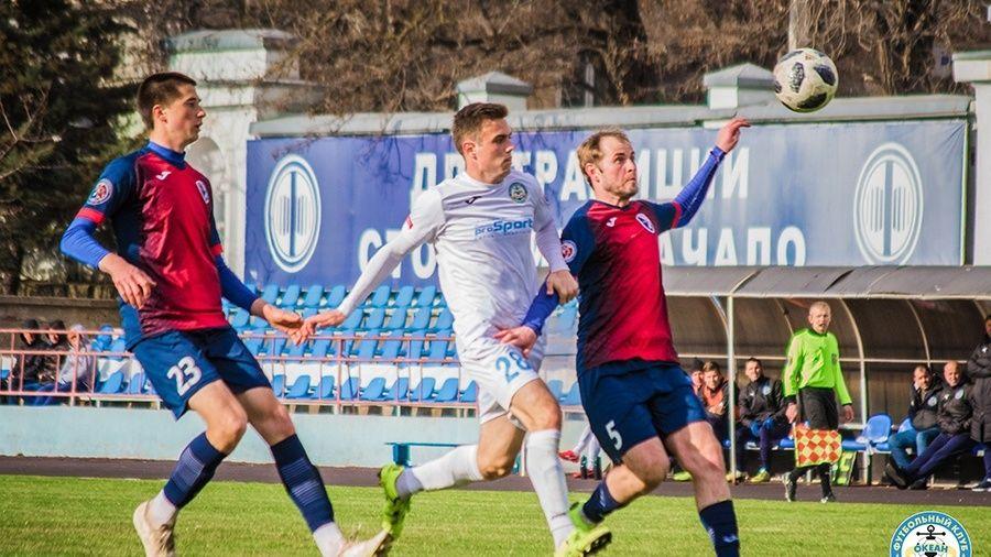 """Не исключено, что доигрывать футбольный сезон крымским командам придется без """"легионеров"""""""