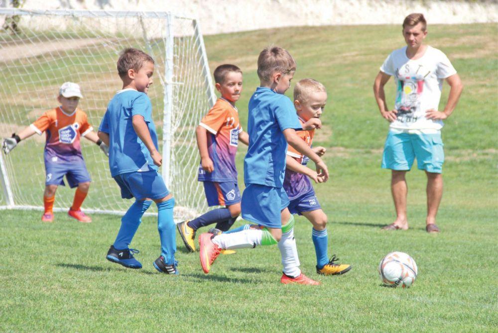 В евпаторийскую Академию футбола отберут 150 молодых спортсменов со всей республики