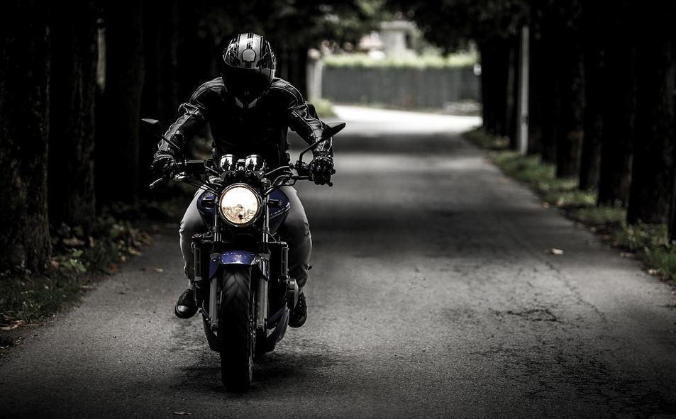 Мотоциклист пострадал в ДТП в Симферополе