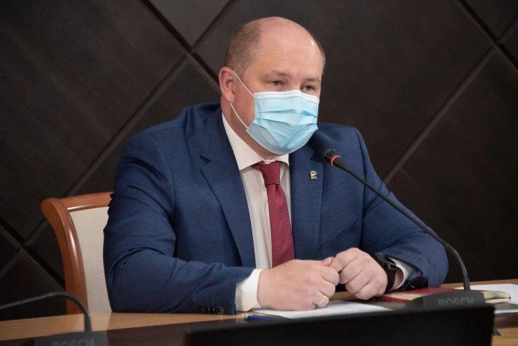 Михаил Развожаев поручил в срок подготовить выплаты медикам за май