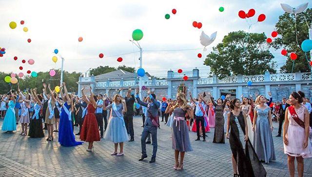 Школьные выпускные в России могут пройти вживую - Минпросвещения