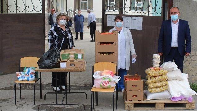 Продолжается поддержка сотрудников интернатных учреждений Белогорского района