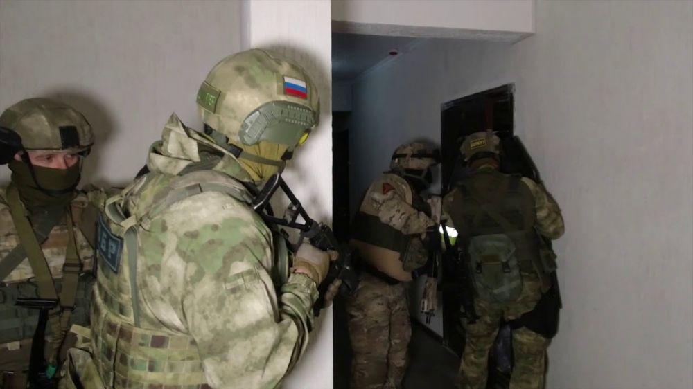 ФСБ пресекла в Крыму деятельность банды оружейников