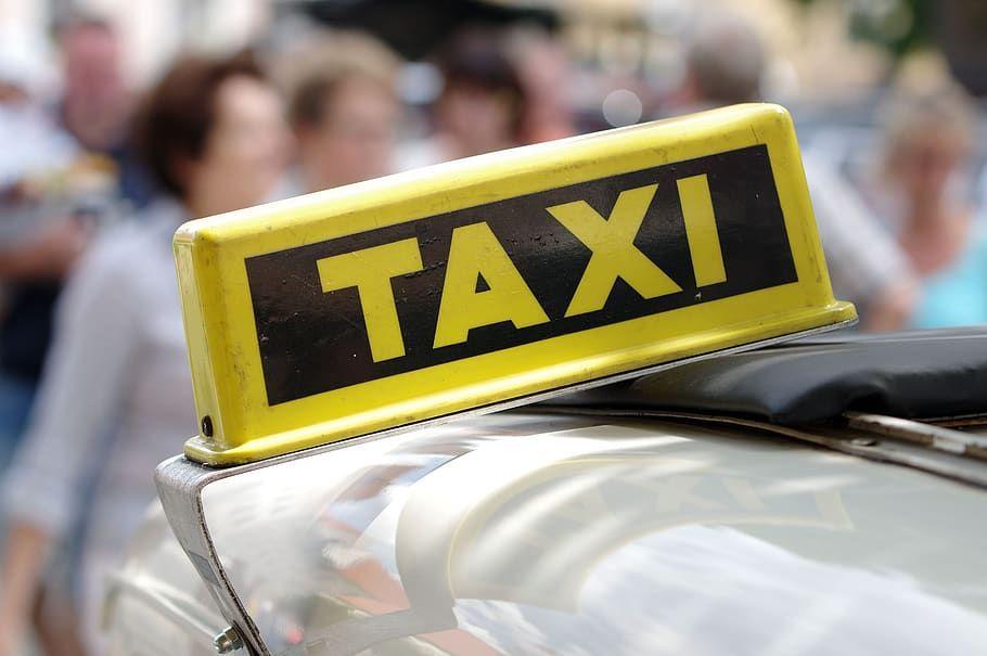 В Крыму 13% такси возят пассажиров без разрешительных документов