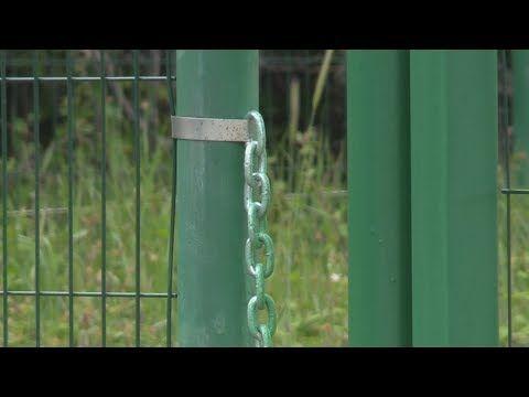 В Резервном на дороге к водоему появился забор (СЮЖЕТ)