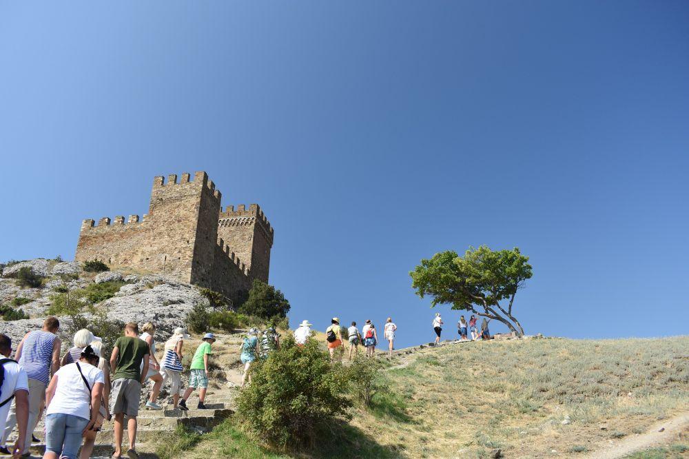 В Крыму просят не вводить обязательное тестирование туристов на коронавирус