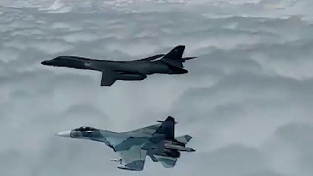 Российские истребители отпугнули американский бомбардировщик В-1В