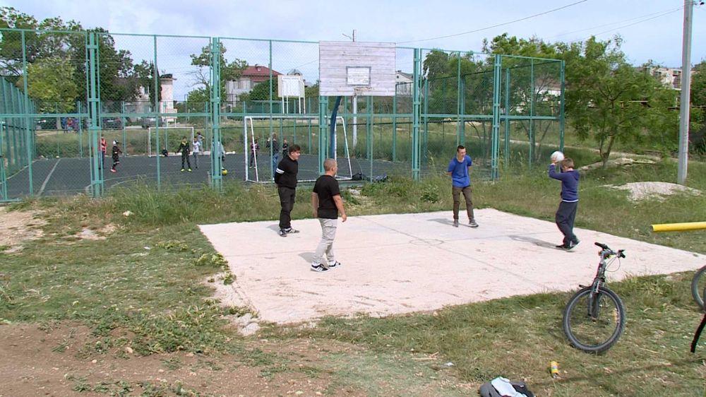 Жители севастопольского села своими силами создают спорткомплексы и молодёжные центры
