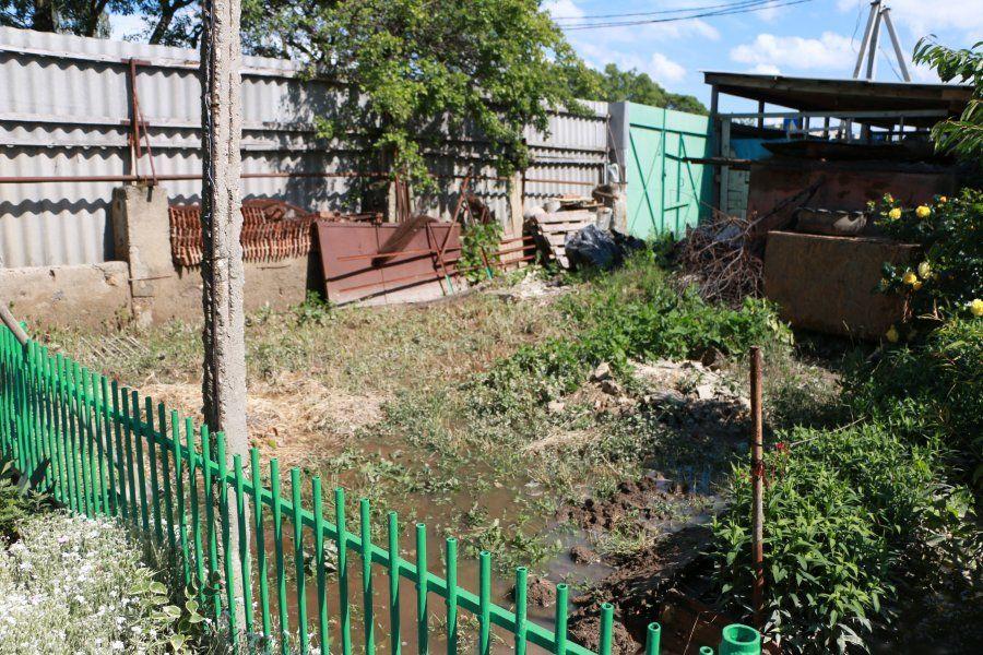 В Любимовке из-за строительства ливневки затопило дом