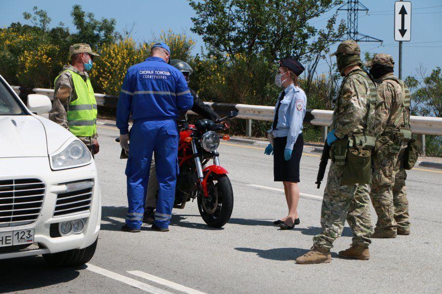 В Севастополе — на пунктах въезда в город — взяли первые тесты на COVID-19 у въезжающих