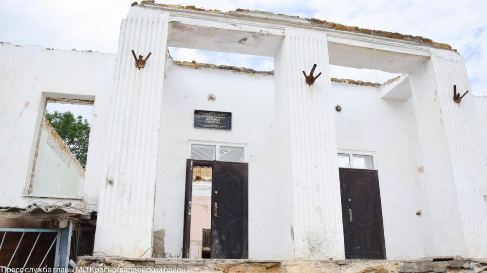 Глава района проверил ход восстановительных работ дома культуры в с. Ровном