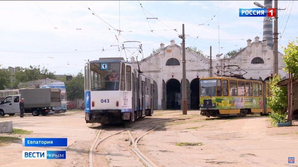 В Евпатории возобновили движение трамваев