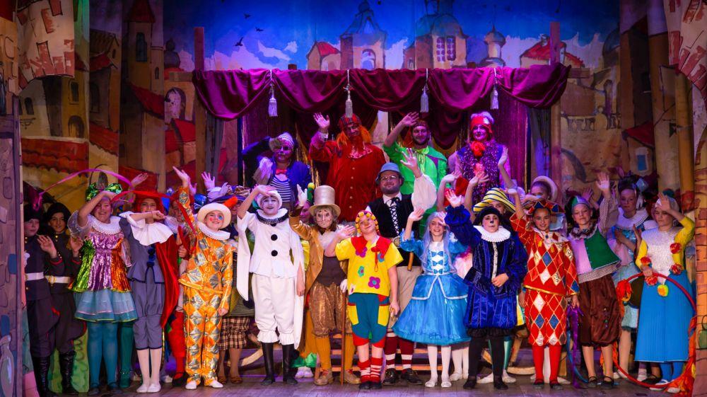 Евпаторийский театр «Золотой ключик» отпраздновал день рождения онлайн