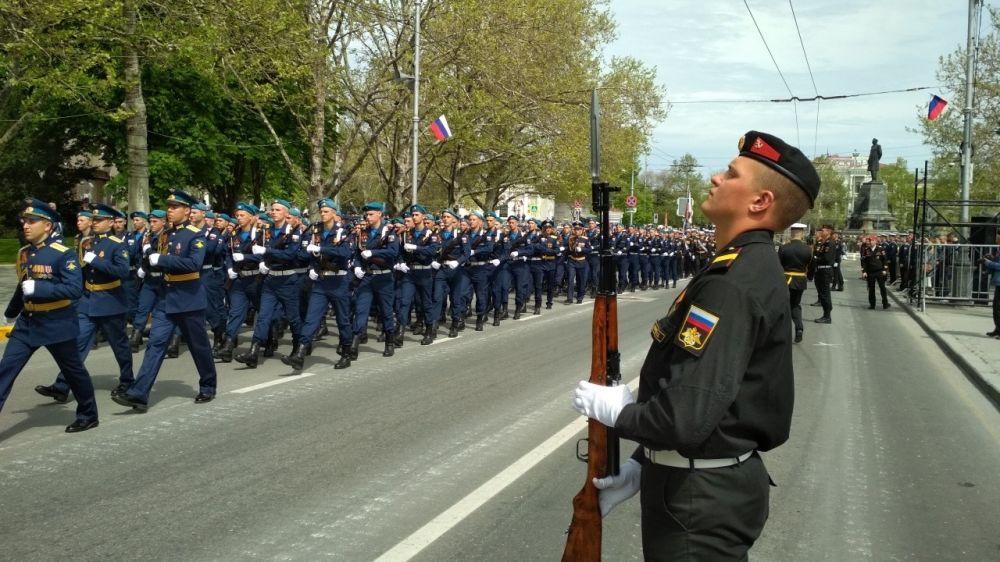 Более 1 500 военных ЧФ начали тренировки для участия в Параде Победы