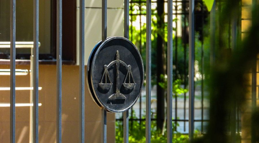 Суд в Крыму отправил под арест подозреваемого в убийстве шестилетней девочки