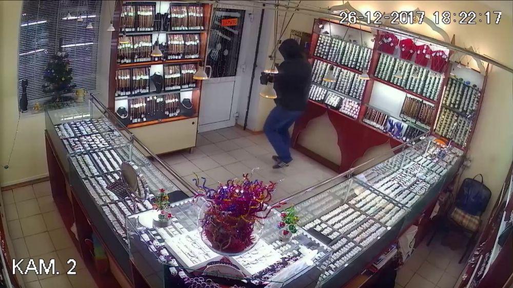 В Крыму арестован ограбивший ювелирные магазины мужчина