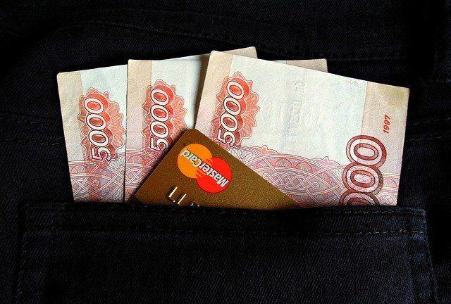 Крымчанка получила почти 2 миллиона рублей пенсии за умершего отца