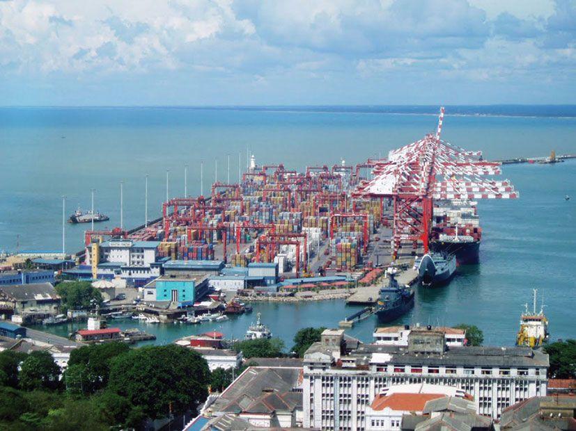 Корабли Черноморского флота встали на рейд порта Коломбо в Индийском океане