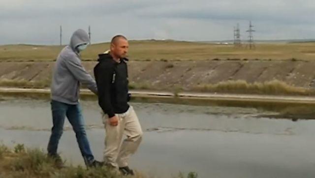 Изнасиловал и столкнул ребенка в воду: видео следственных действий