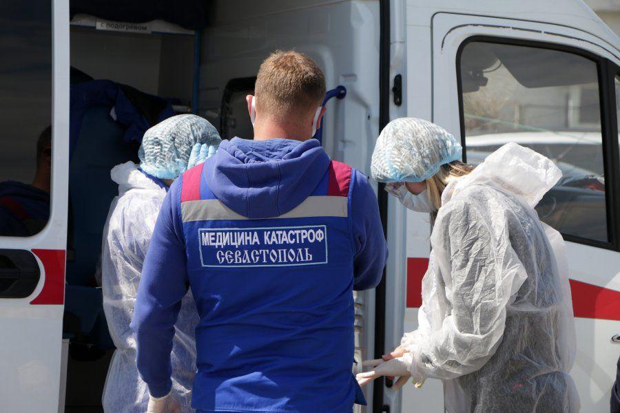 Доплаты за май получит вдвое больше российских медиков