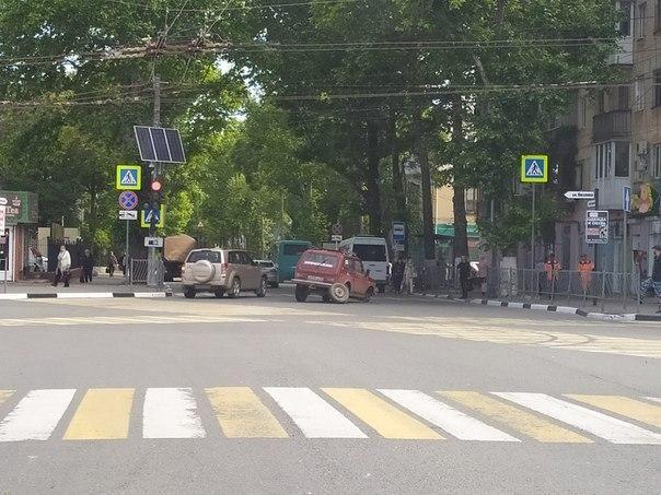 В Симферополе у автомобиля во время движения отвалились колёса