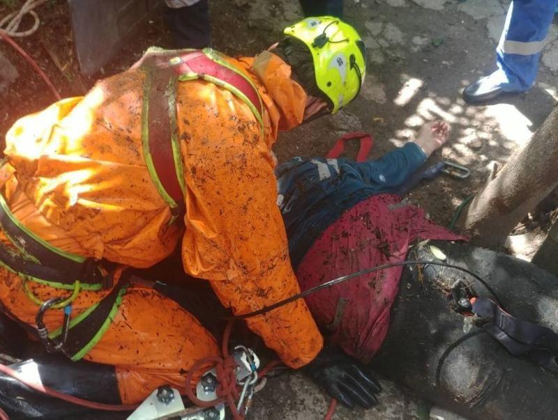В Крыму женщина провалилась в пятиметровую бетонную яму