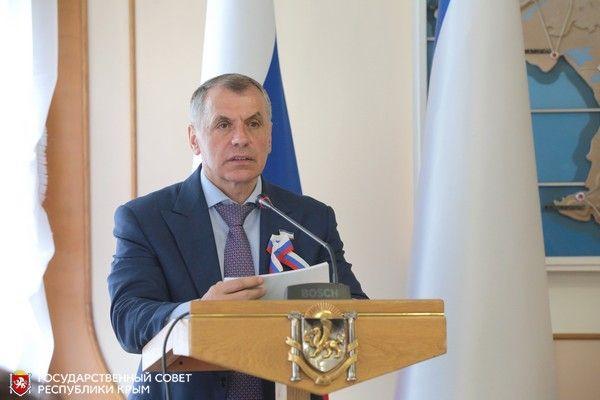 Глава крымского парламента Владимир Константинов поздравил крымчан с Днём России