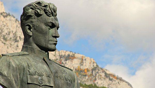 Памятник преткновения: какой монумент и где поставят Амет-Хану Султану