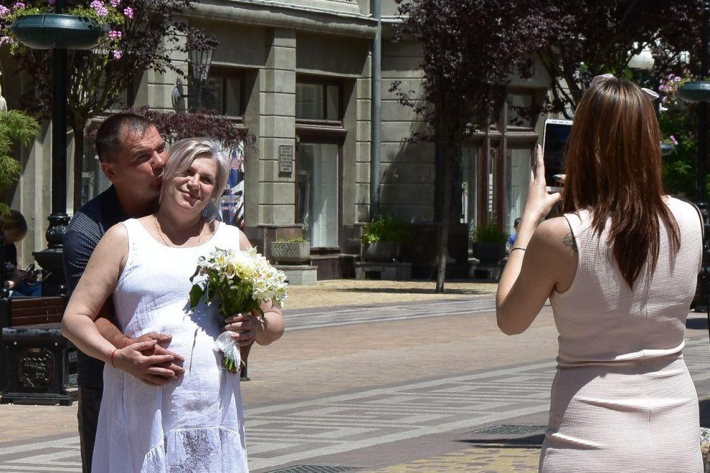 За первую неделю июня в Крыму заключили 351 брак