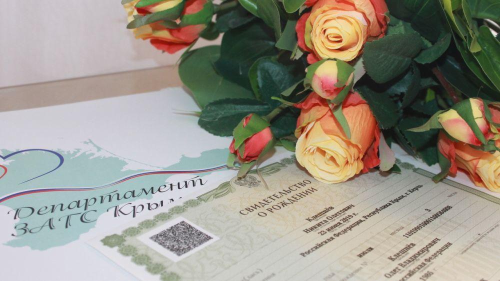 За первую неделю июня в Крыму зарегистрировано большое количество браков и рождений