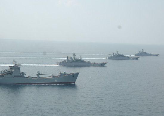Экипажи больших десантных кораблей Черноморского флота выполнили артиллерийские стрельбы