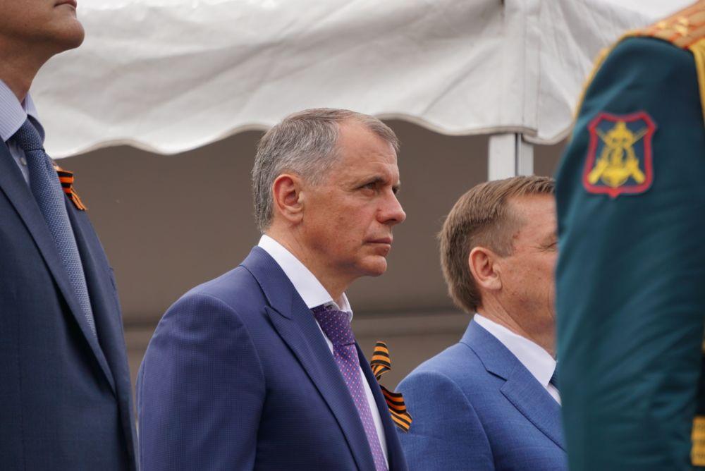 Владимир Константинов поздравил ветеранов с Великой Победой