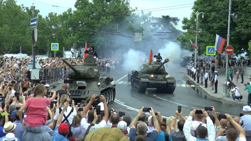Инцидент с Т-34 на параде в Севастополе: почему танк повернул на зрителей