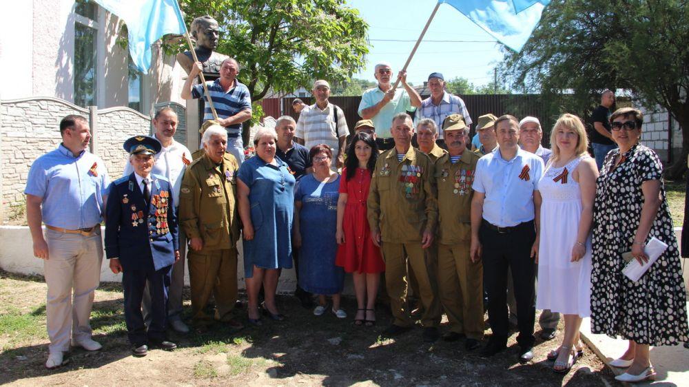 В селе Голубинка Бахчисарайского районапрошел торжественный митинг, посвященный открытию памятника лейтенанту Люманову Якубу Бекировичу