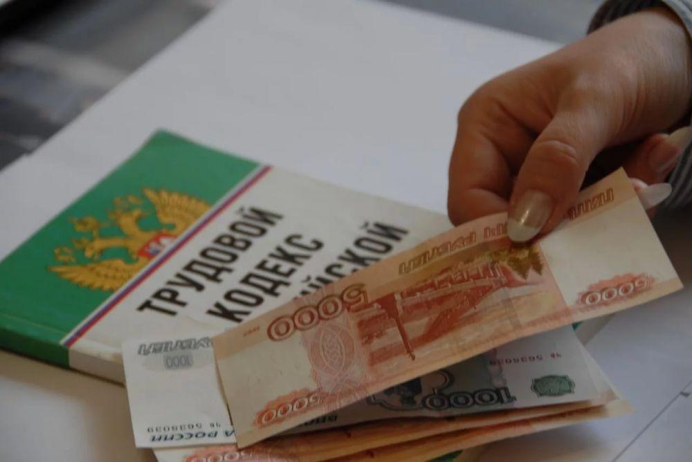Налоговая служба Севастополя: зарплату иностранцам нельзя выплачивать наличными