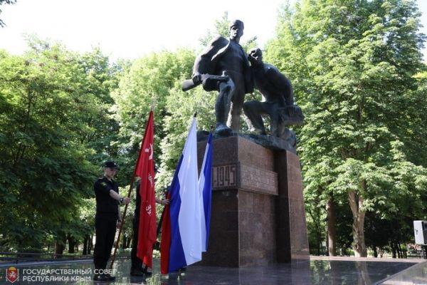 В Симферополе почтили память партизан и подпольщиков