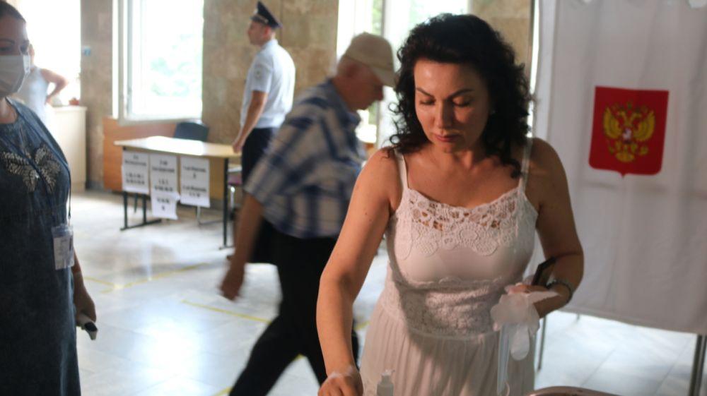 Арина Новосельская приняла участие в Общероссийском голосовании по вопросу одобрения изменений в Конституцию Российской Федерации