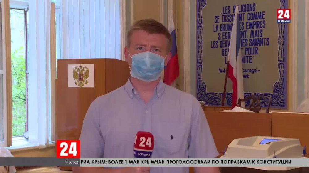 Иностранная делегация наблюдает за ходом голосования в Крыму