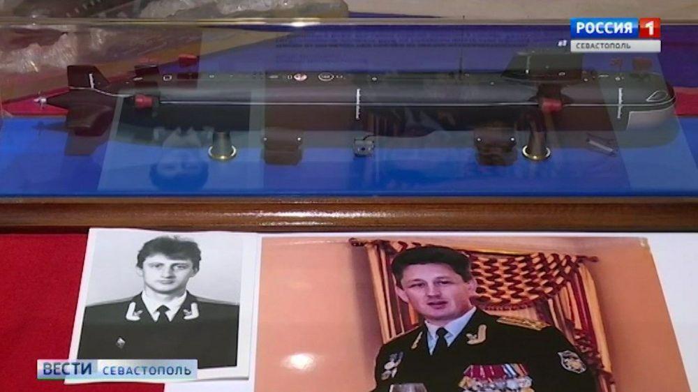 Севастополь вспоминает подводников, погибших год назад в Баренцевом море
