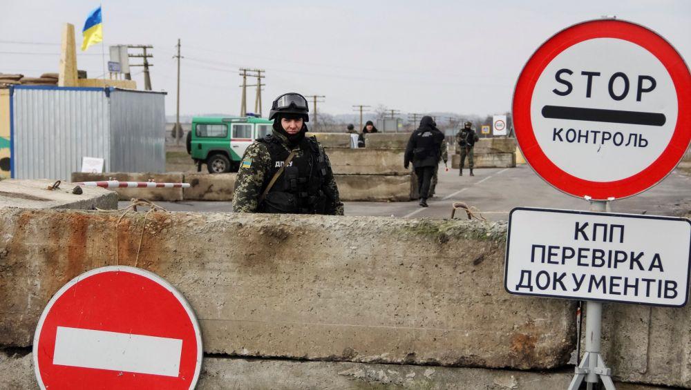 Крымчан с российским гражданством не выпустят из Крыма по паспорту Украины