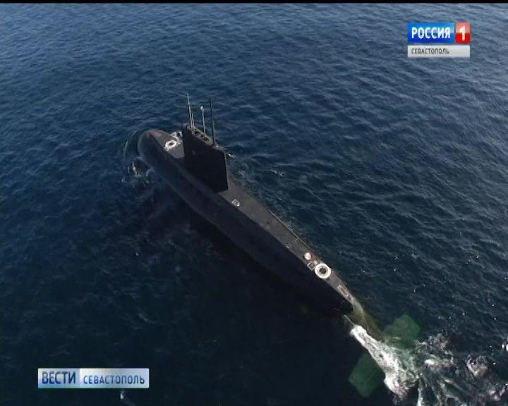 Экипаж ПЛ «Колпино» провёл тренировку в Чёрном море