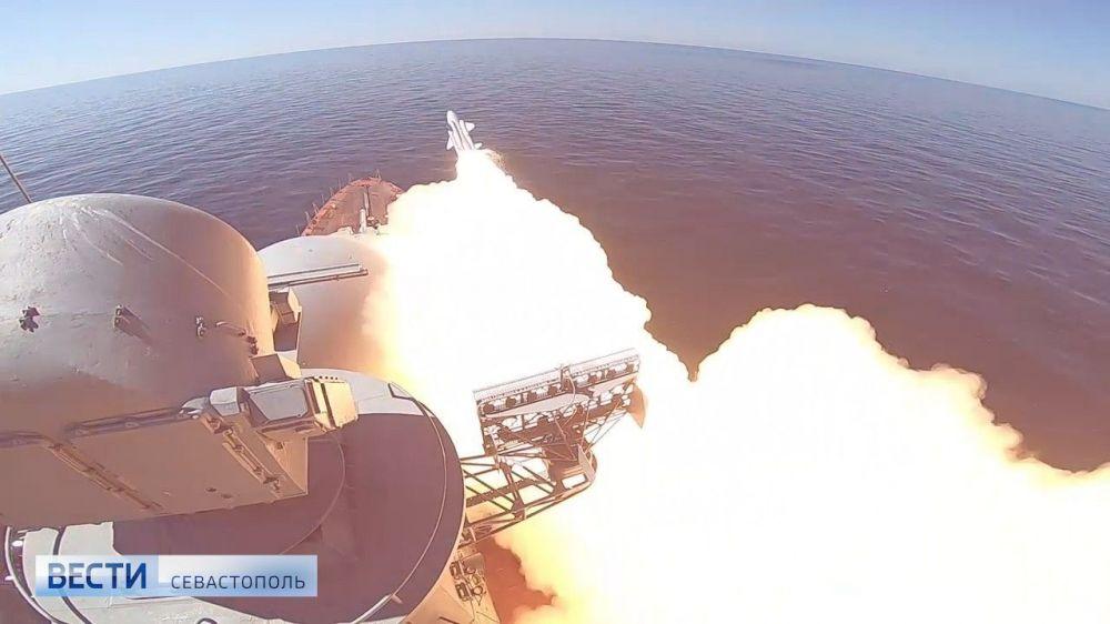 Корабли Черноморского флота провели учения по применению ракетного вооружения