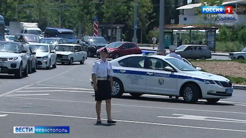 В Севастополе безопасность движения на дорогах контролируют женщины-инспекторы ДПС
