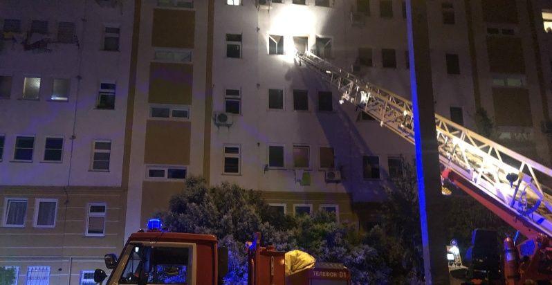 На пожаре в Севастополе из многоэтажного дома эвакуировали 50 человек